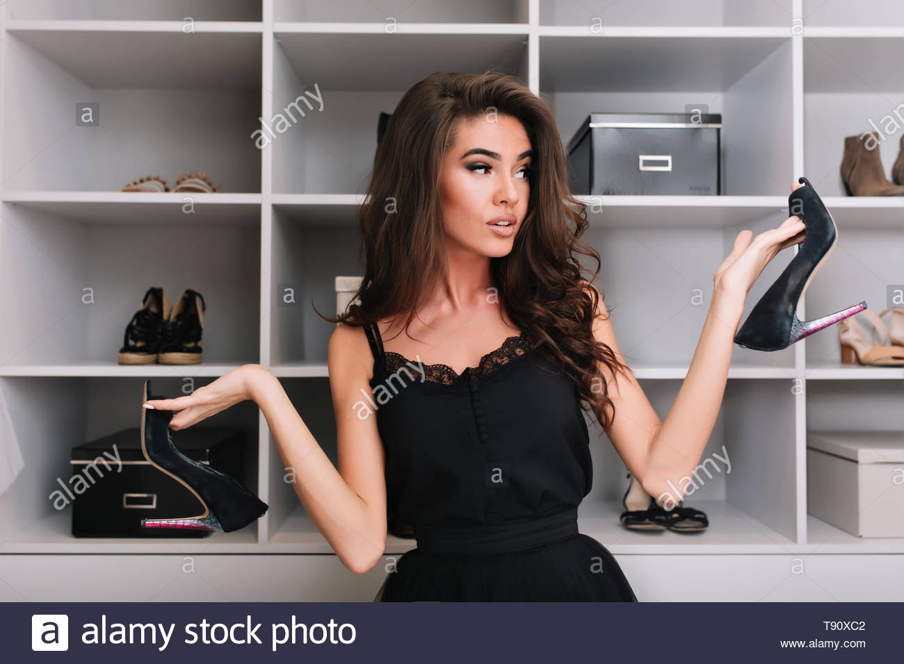 Young Woman Wearing High Heels Stockfotos & Young Woman