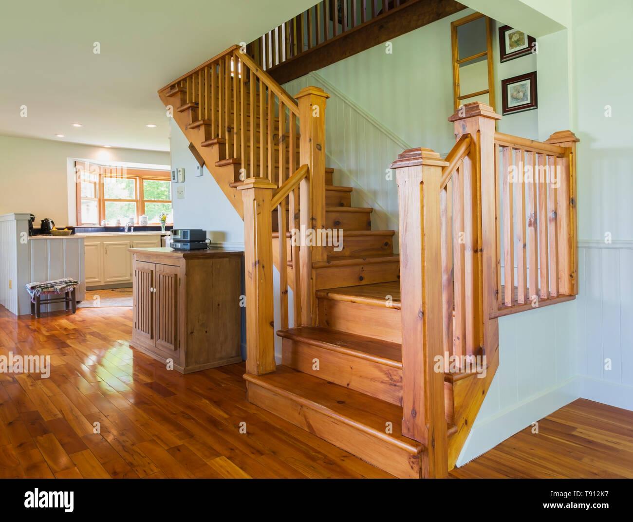 Pinewood Treppe Zum Oberen Schlafzimmer Im Wohnzimmer Mit