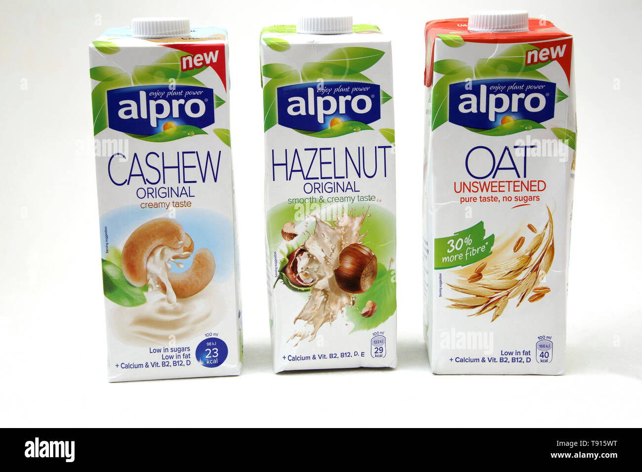 Vegan Alpro Cashew, Haselnuss und Hafer Laktosefreie Milch Alternative Stockbild