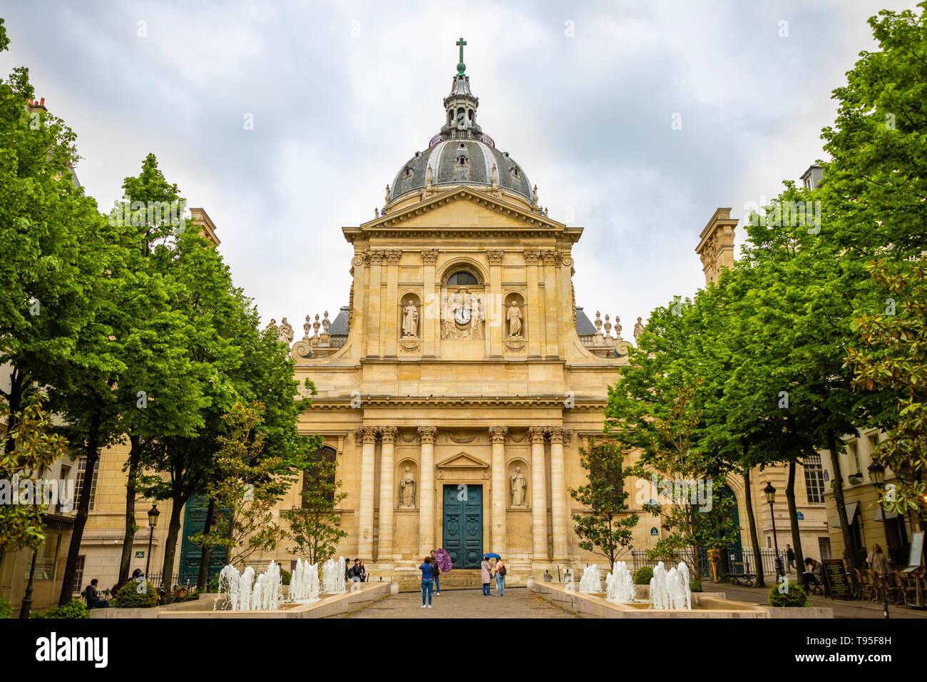 Paris, Frankreich - 24.04.2019: Sorbonne Square und College de Sorbonne, eines der ersten Colleges der mittelalterlichen Universität in Paris, Frankreich Stockbild