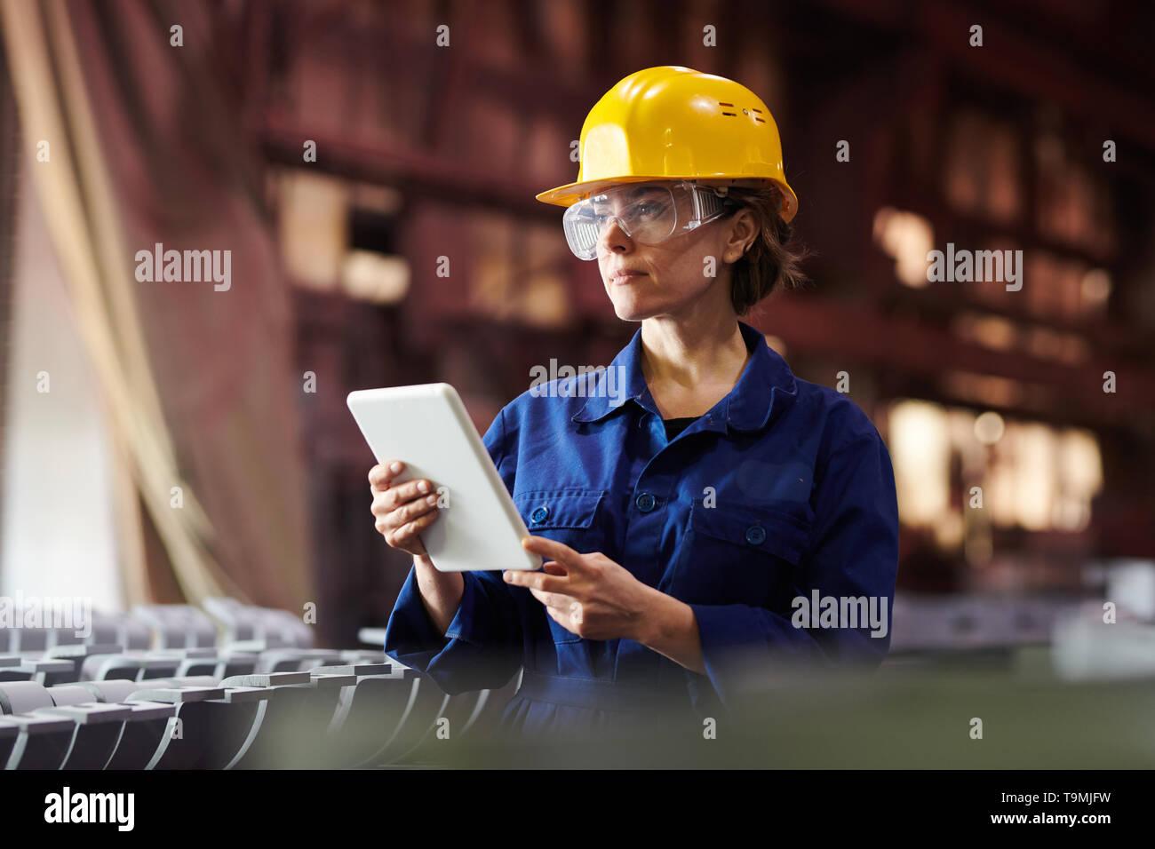 Moderne Weibliche Arbeitnehmer Stockbild