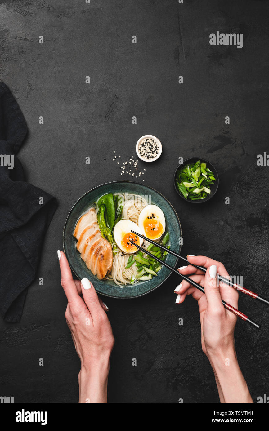 japanische ramen suppe