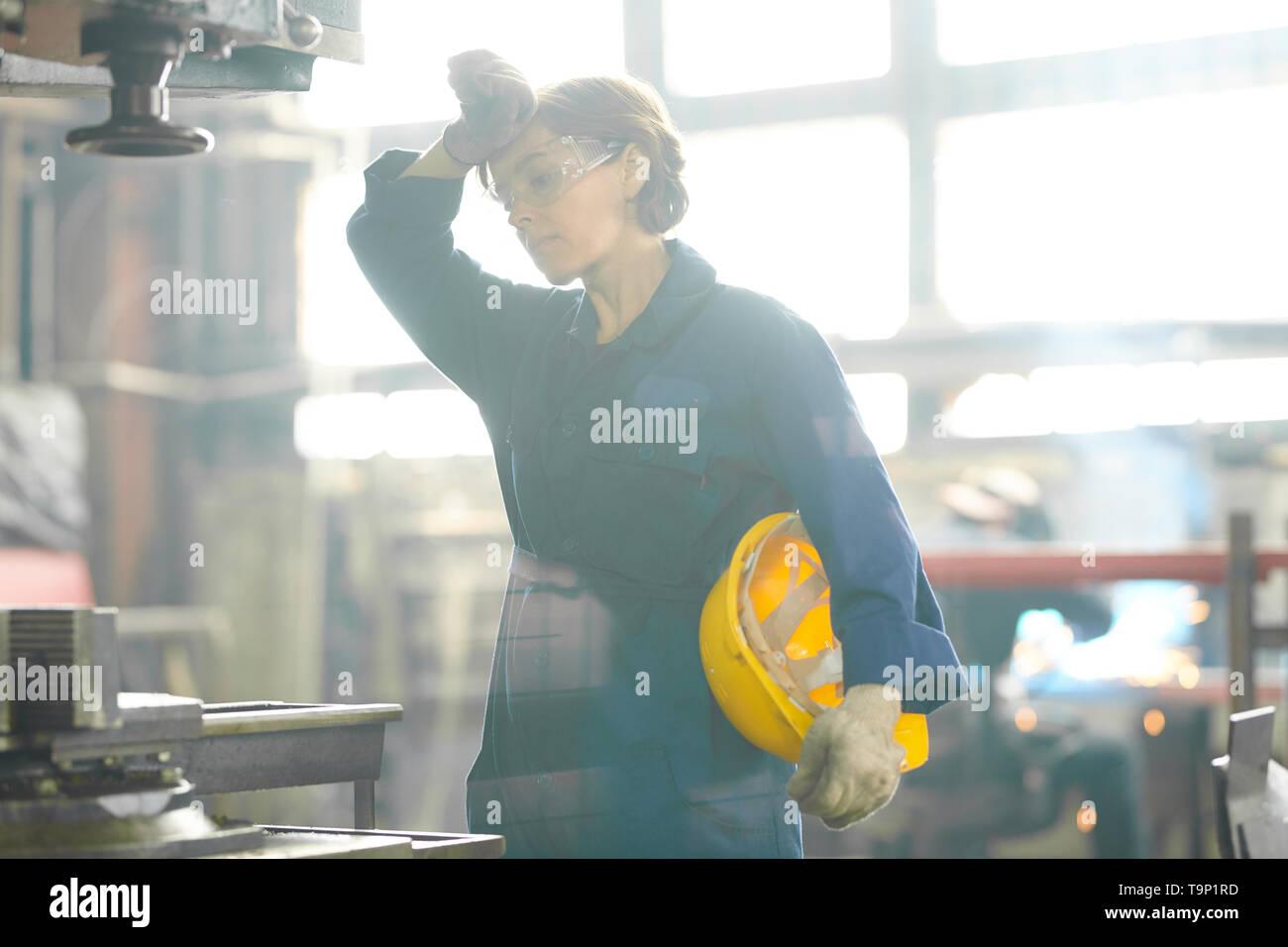 Müde Weibliche Arbeitnehmer Stockbild