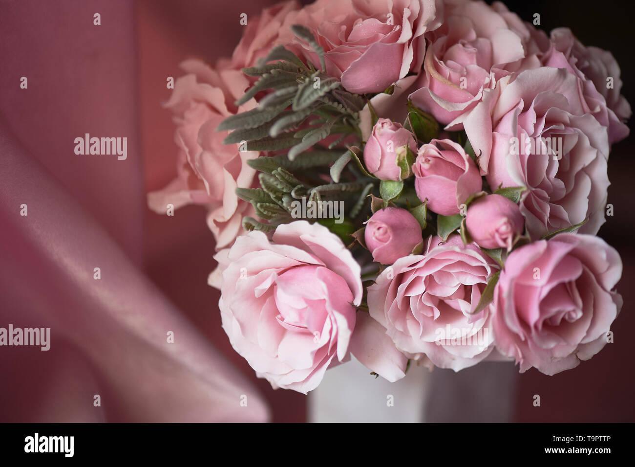 Einen kleinen Blumenstrauß aus Rosen. Hochzeit Floristik. zarten Pastellfarben. Stockbild