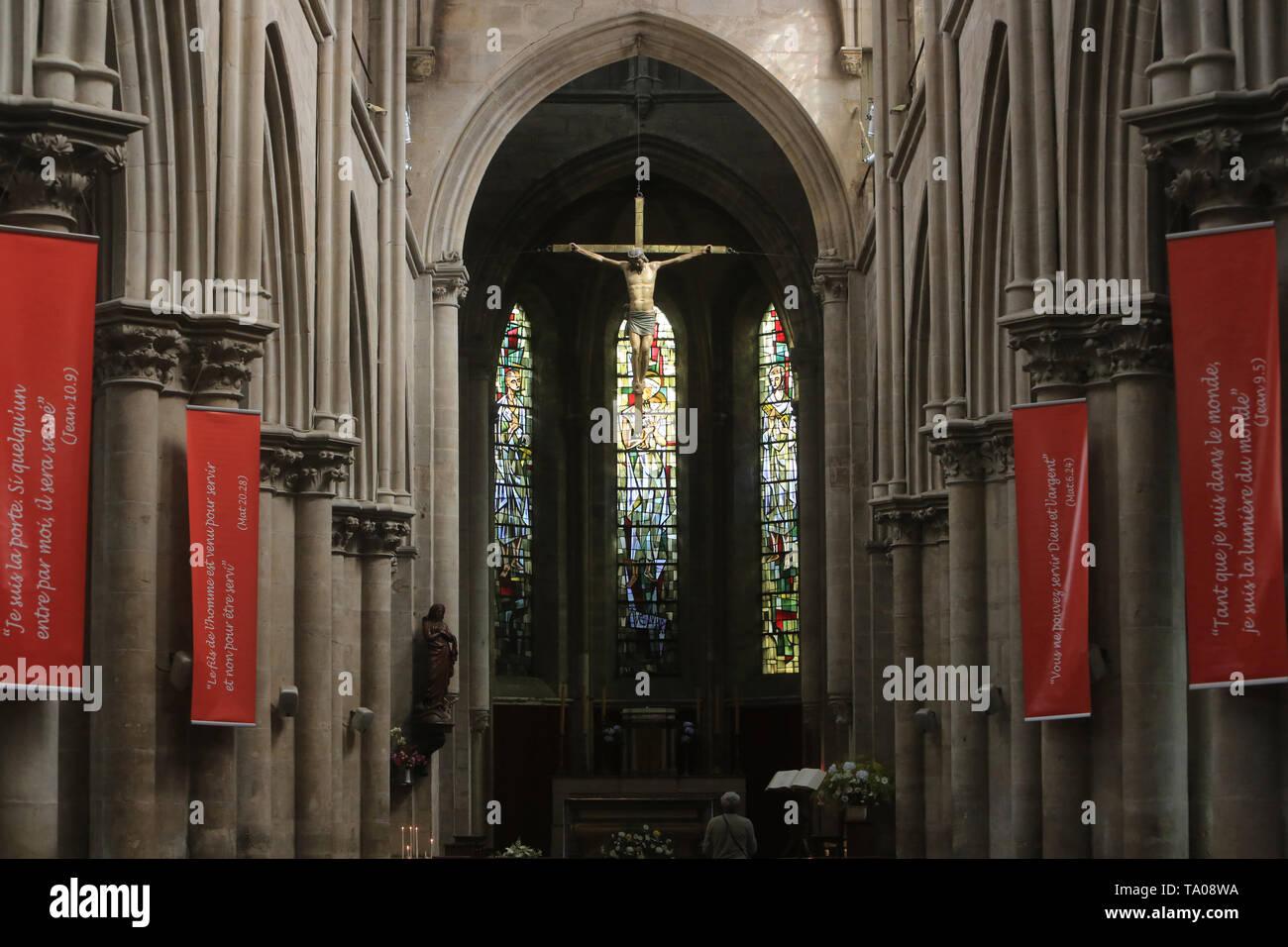 Christus en Croix. Autel. Eglise Notre-Dame. Cluny. XIII ème siècle. Christus am Kreuz. Altar. Kirche Unserer Lieben Frau. Cluny. Stockbild