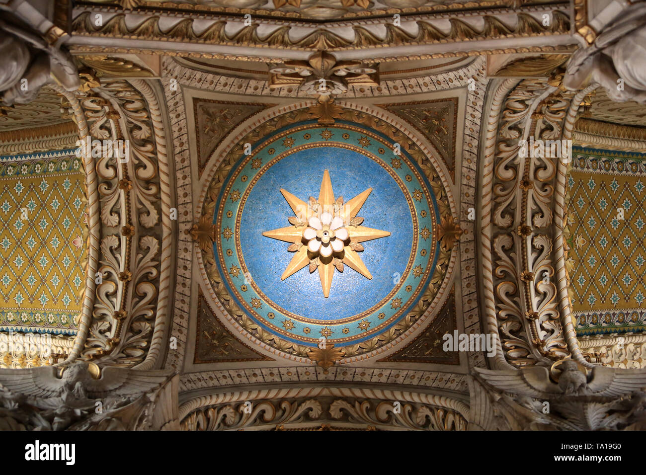 Coupole. Basilika Notre-Dame de Fourvière. Lyon. Kuppel. Basilika Notre-Dame de Fourvière. Lyon. Stockbild