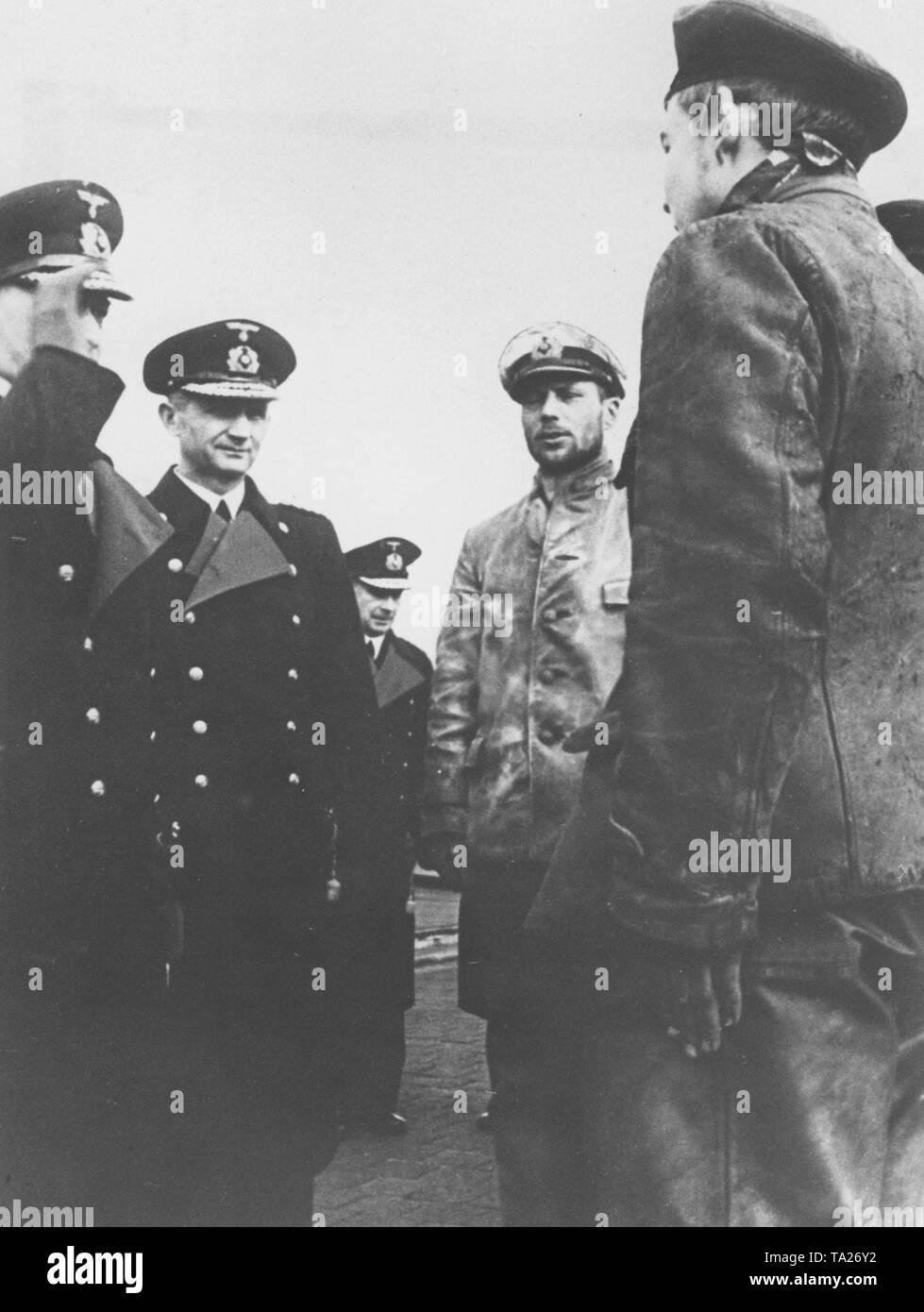 Grand Admiral Raeder und die Befehlshaber der U-Boote Doenitz (von ...