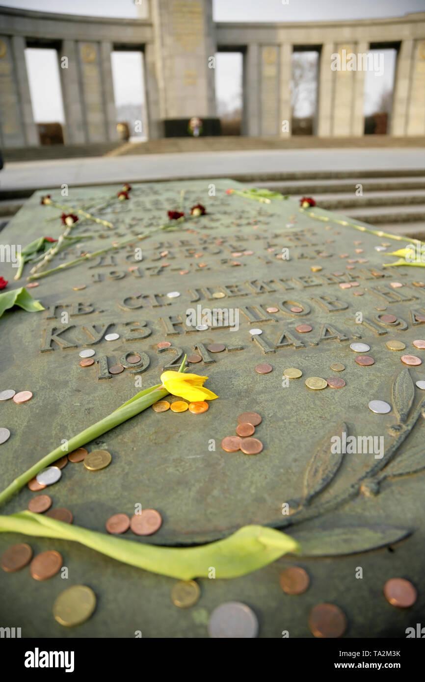 Die sowjetische Kriegerdenkmal, Tiergarten Berlin, Deutschland, erinnert an den sowjetischen Verluste während der Schlacht um Berlin im Zweiten Weltkrieg 2. Stockfoto