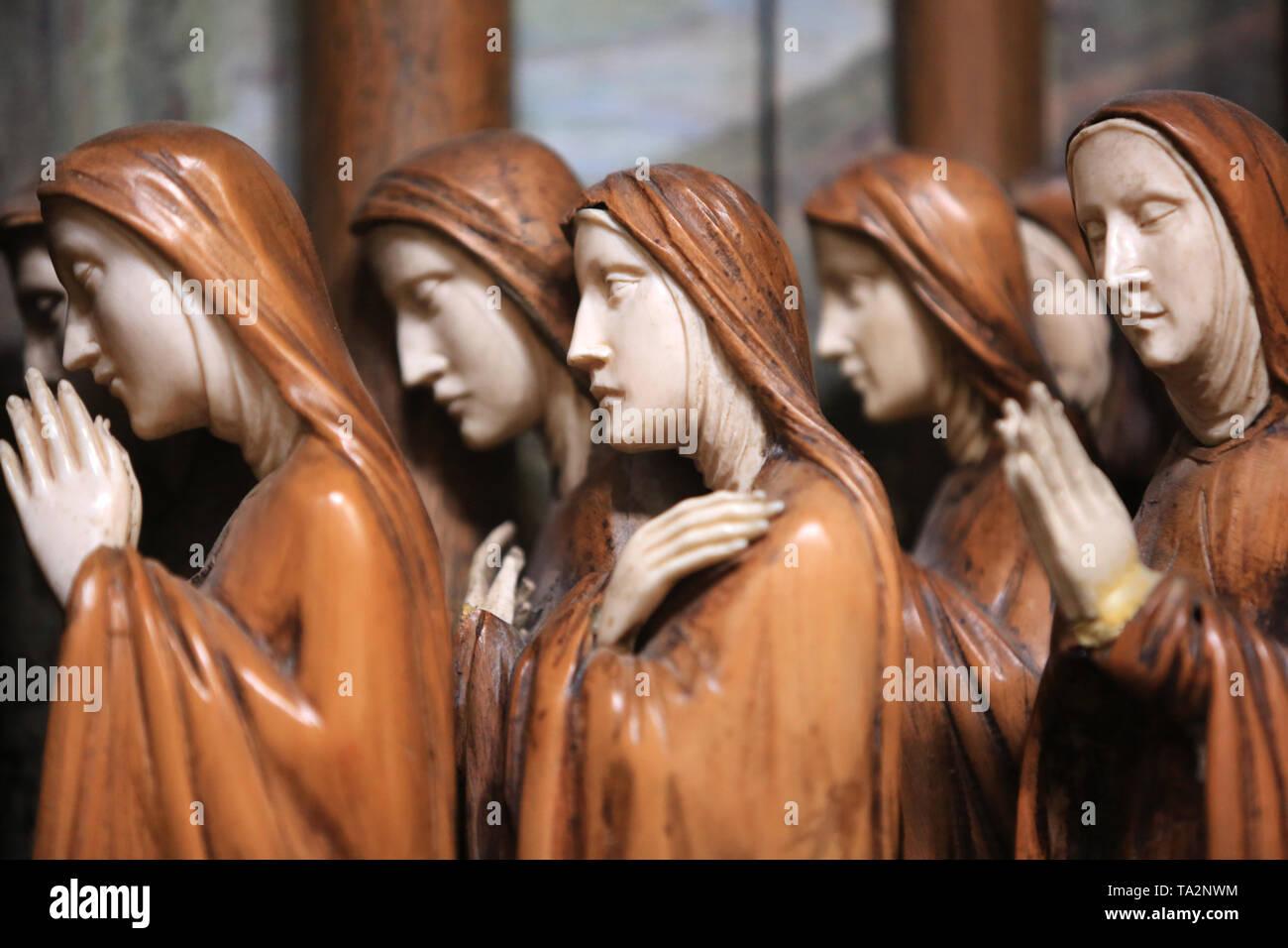 Religieuses. Eglise Cook. Saint-Cloud. Nonnen. Kirche St. Clodoald. Saint-Cloud. Stockbild