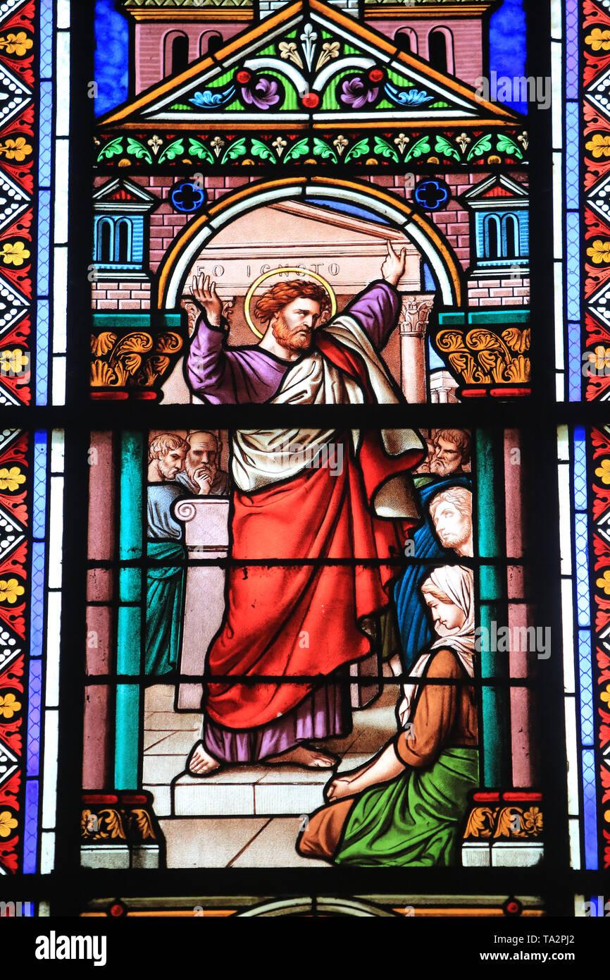 Saint-Paul à Athènes au Cours de Sohn deuxième Reise missionnaire. Vitrail de la Nef réalisé en 1866 par Achille et Eugène Oudinot. Stockbild