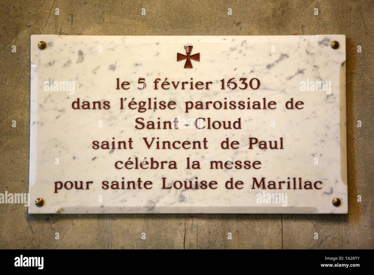 Le 5 février 1630, dans l'église paroissiale de Saint-Cloud, Saint-Vincent de Paul célébra la Messe gießen Sainte-Louise de Marillac. Plakette murale. Stockbild