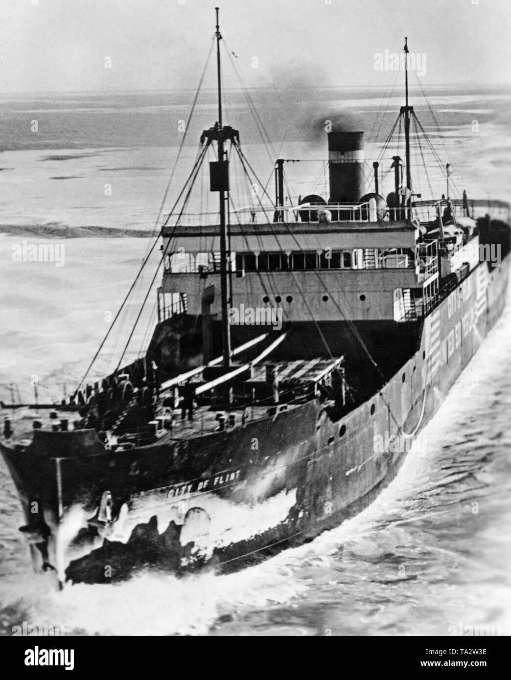 """Das frachtschiff """"Stadt der Flint' 1939 auf dem Nordatlantik beschlagnahmt wurde durch die Besatzung des Kreuzers 'Deutschland', wie es wurde davon ausgegangen, dass das Schiff Kriegsgerät nach England schmuggeln würde. Das Schiff landete schließlich in Norwegen, wo die deutsche Besatzung verhaftet wurde. Die """"Stadt der Flint' wurde 1943 von einem deutschen U-Boot versenkt. Stockbild"""