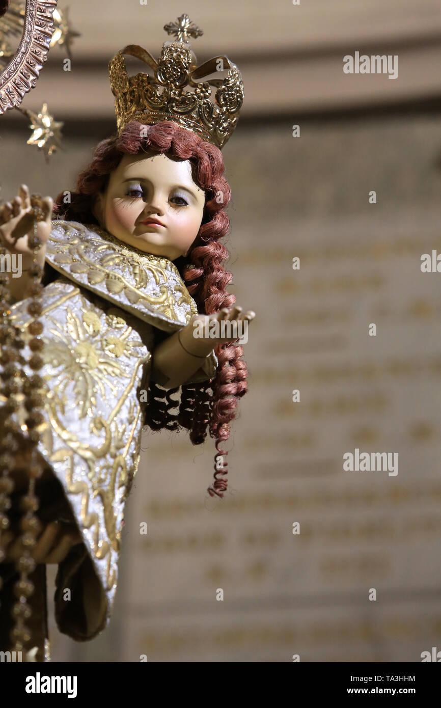 Vierge de Lorette. Détail. Enfant Jésus. Crypte. Basilika Notre-Dame de Fourvière. Lyon. Die Muttergottes von Loreto. Detail. Kind Jesus. Stockbild