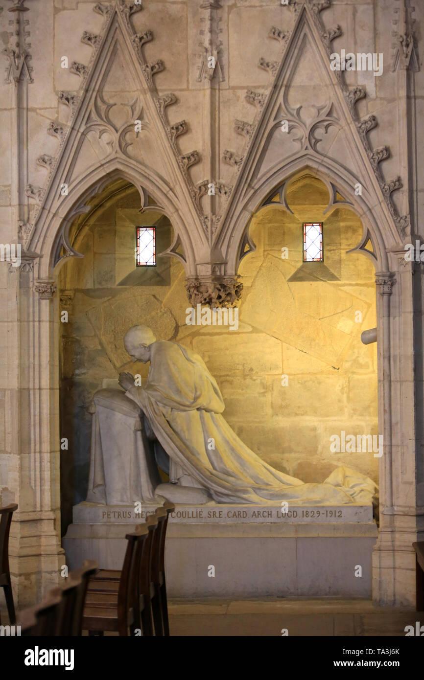 Tombeau et Statue du Kardinal Coullie sculptée par Castex. Chapelle St. Vincent de Paul. Cathédrale Saint-Jean-Baptiste-et-Saint-Etienne. Lyon. Stockbild