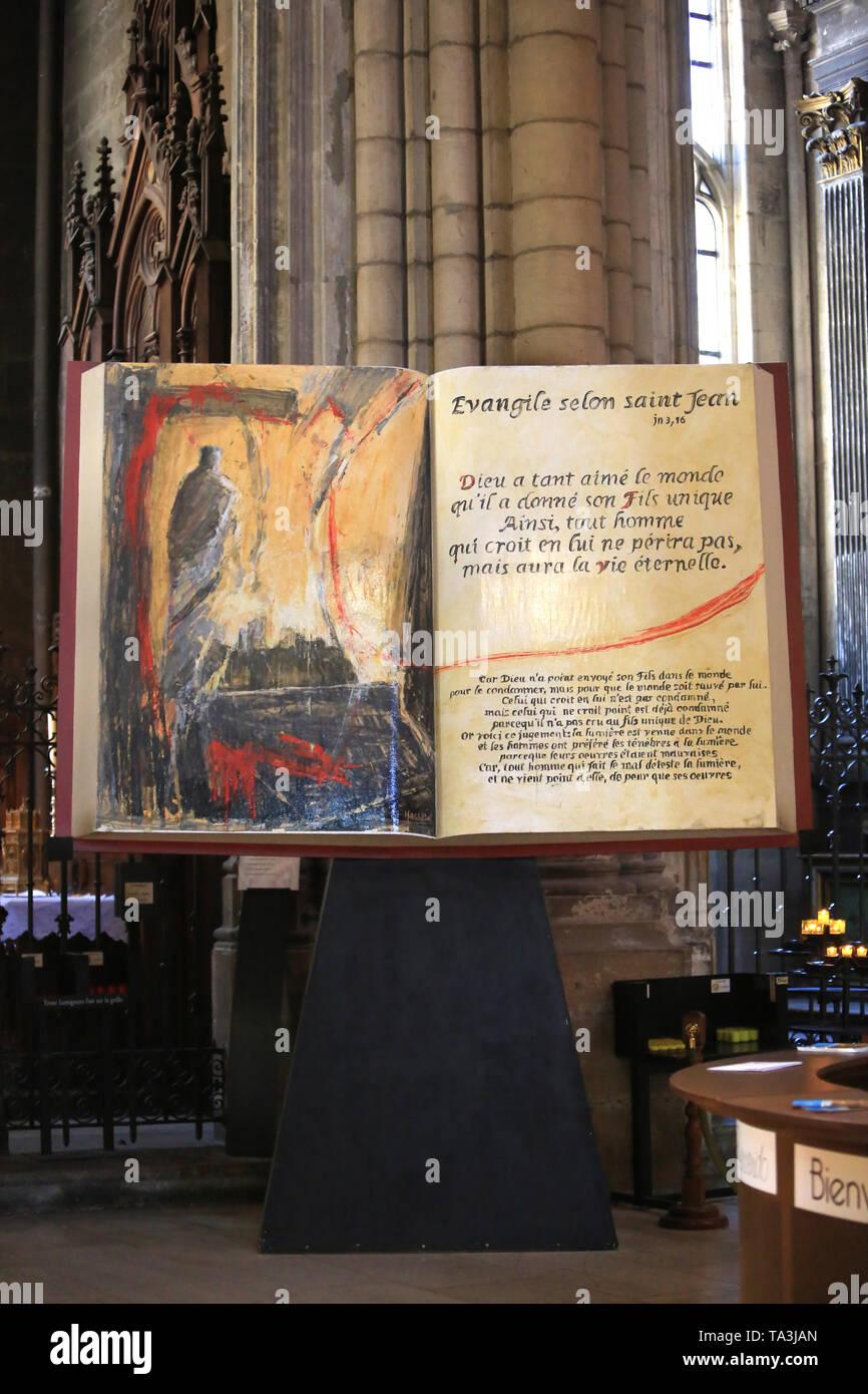 Evangile selon Saint-Jean. Cathédrale Saint-Jean-Baptiste-et-Saint-Etienne. Lyon. /Lyon Kathedrale. Stockbild