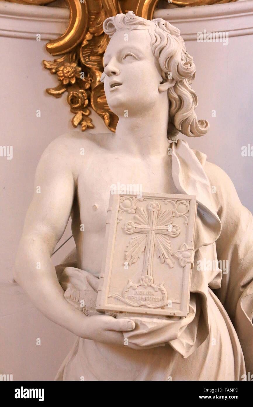 Ange Mieter une Bibel. Eglise Saint-Bruno-les-Chartreux. Lyon. Engel Holding eine Bibel. St. Bruno's Kirche. Lyon. Stockbild