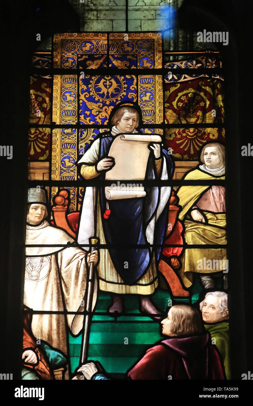 Vortrag des complet de la Confrérie de la Sainte Trinité. 1894. Vitrail. Eglise Saint-Nizier de Lyon. Trinity Brüder Aussagen. Stockbild