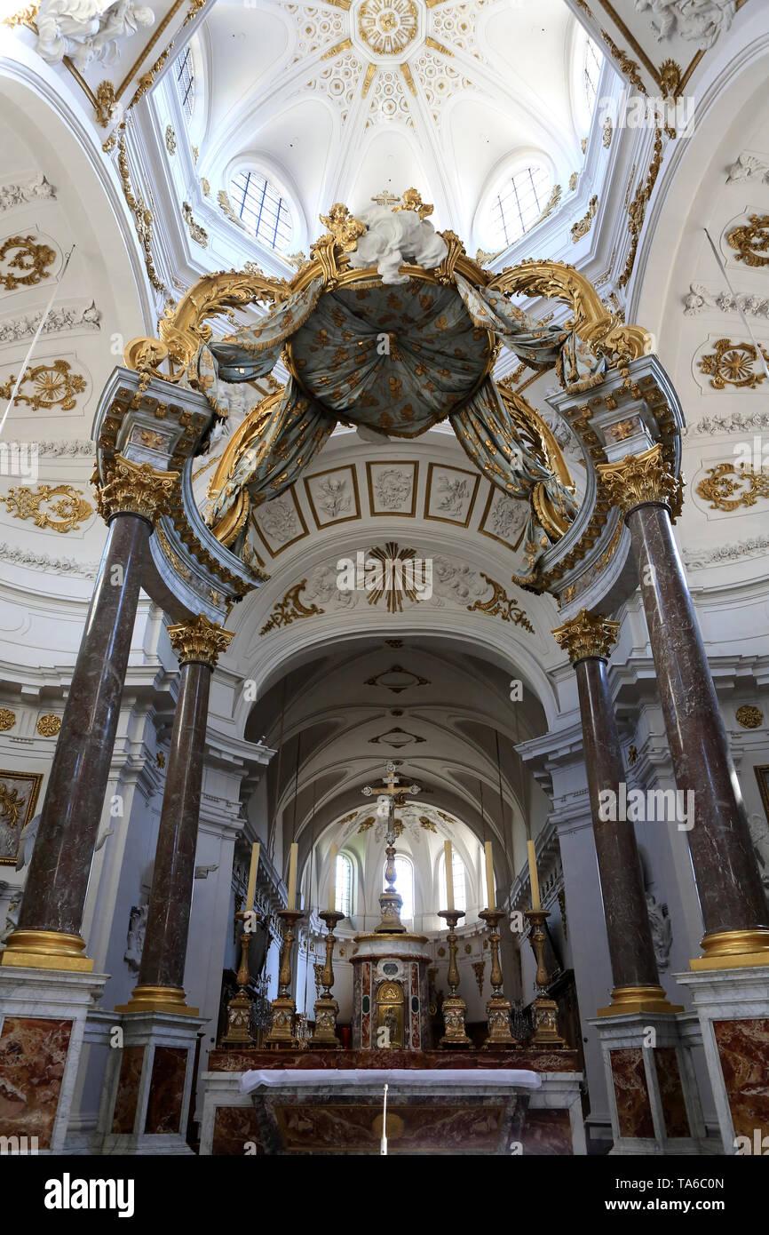 Le Baldachin réalisé par Servandoni au XVIII ème siècle au-dessus de l'Autel Central. 1738. Eglise Saint-Bruno-les-Chartreux. Lyon. Stockbild