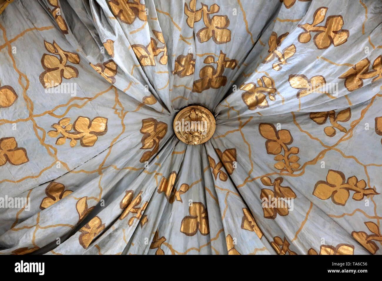 Draperie. Le Baldachin réalisé par Servandoni au XVIII ème siècle au-dessus de l'Autel Central. 1738. Eglise Saint-Bruno-les-Chartreux. Lyon. Stockbild