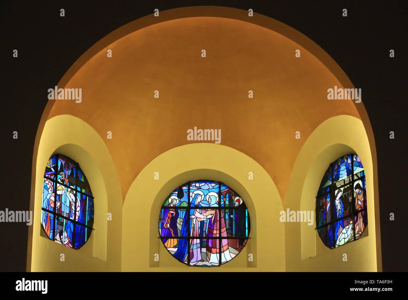 Vitraux. Eglise Notre-Dame de Lourdes. Chaville. Glasmalerei. Kirche Unserer Lieben Frau von Lourdes. Stockbild