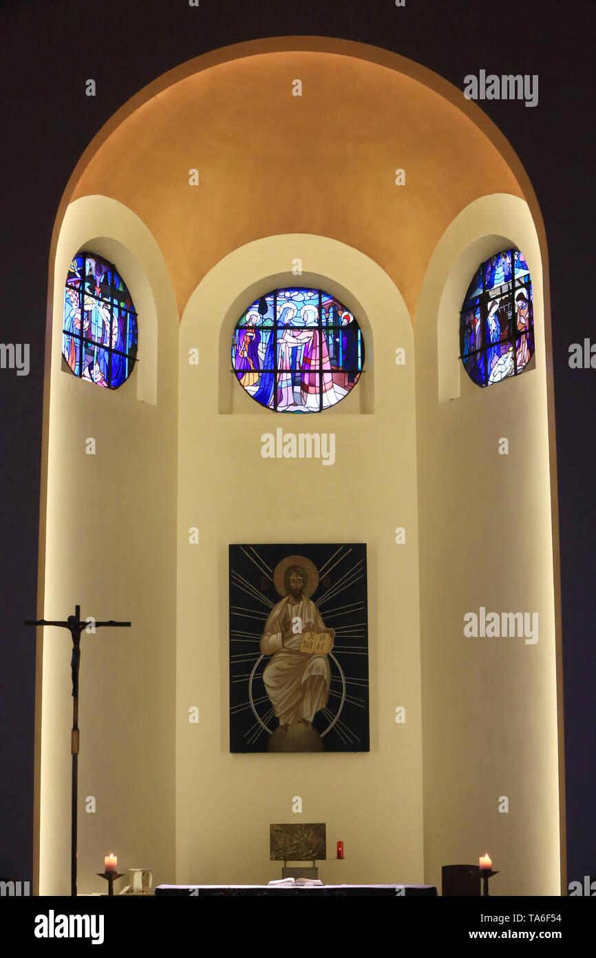 Choeur. Eglise Notre-Dame de Lourdes. Chaville. Chor. Kirche Unserer Lieben Frau von Lourdes. Stockbild