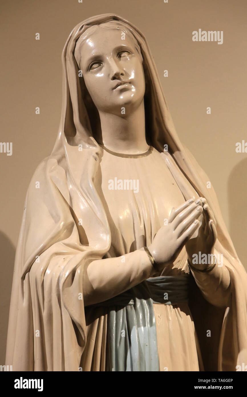 Vierge-Marie. Eglise Notre-Dame de Lourdes. Chaville. Jungfrau Maria. Kirche Unserer Lieben Frau von Lourdes. Chaville. Stockbild