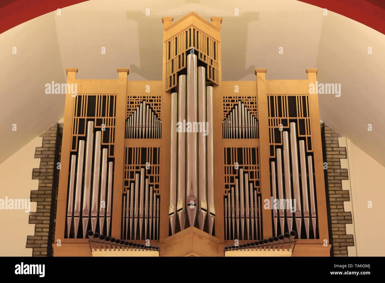 Orgue. Eglise Notre-Dame de Lourdes. Chaville. Orgel. Kirche Unserer Lieben Frau von Lourdes. Chaville. Stockbild