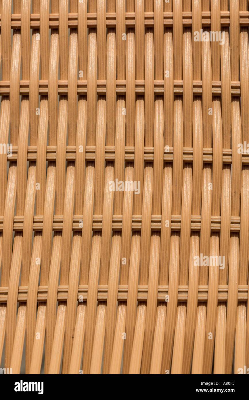 Beige Gelbstirn-blatthühnchen Strukturen der Garten Stühle für Hintergrund Stockbild