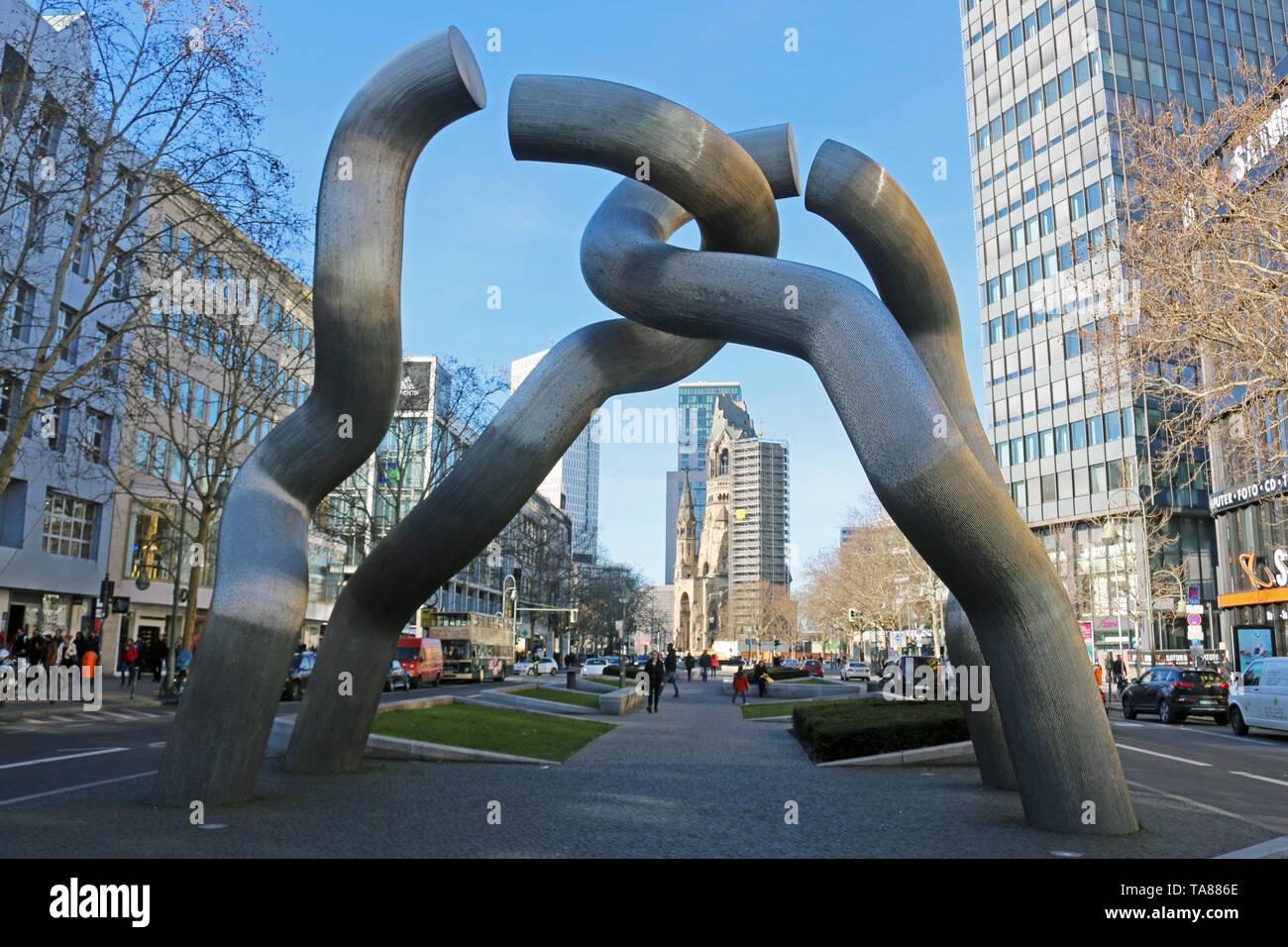 Gebrochene Kette. Berlin ist heute eine sehr coole und inspirierende Stadt. Seine Mischung aus Geschichte, Kunst, Ausdruck, Kreativität und Modernität machen es einzigartig. Stockbild