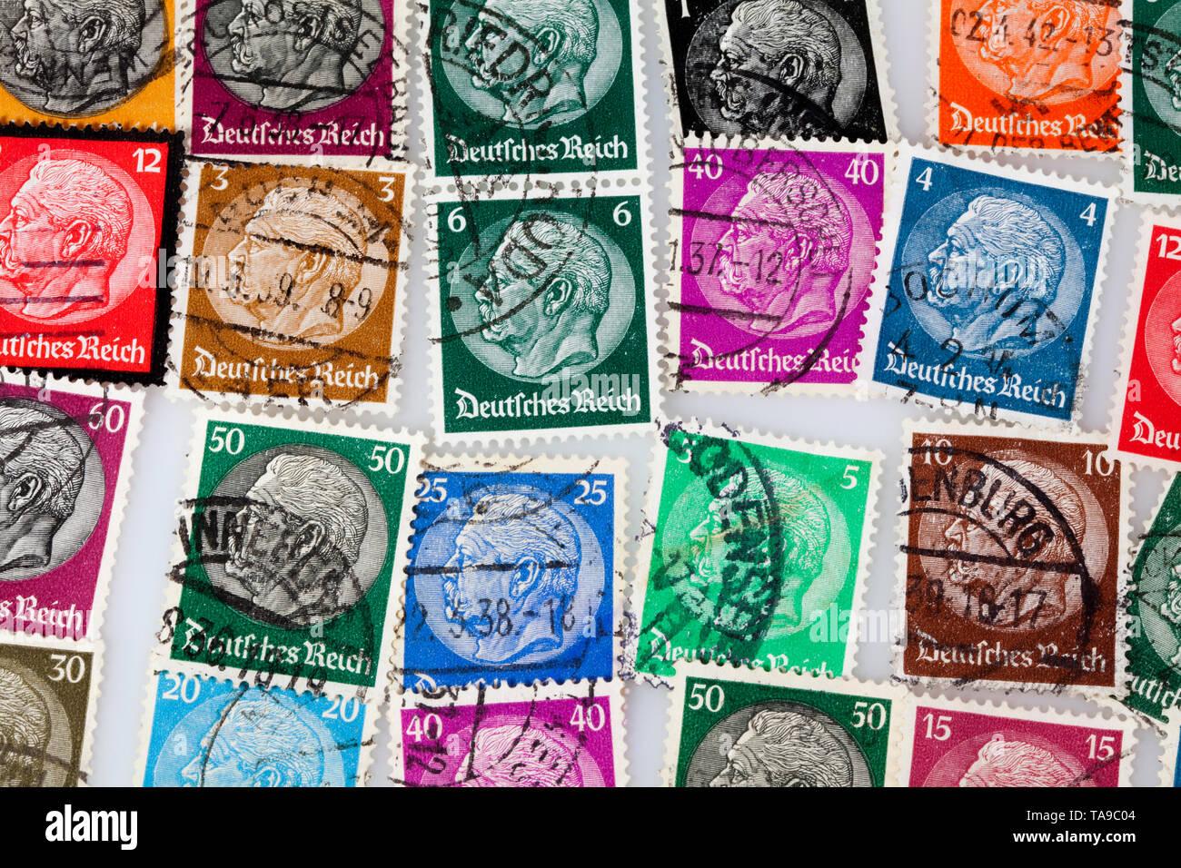 Alte Briefmarken, Reichspräsident der Weimarer Republik, Paul Ludwig Hans Anton von Beneckendorff und von Hindenburg, Deutsches Reich, 1933 Stockbild