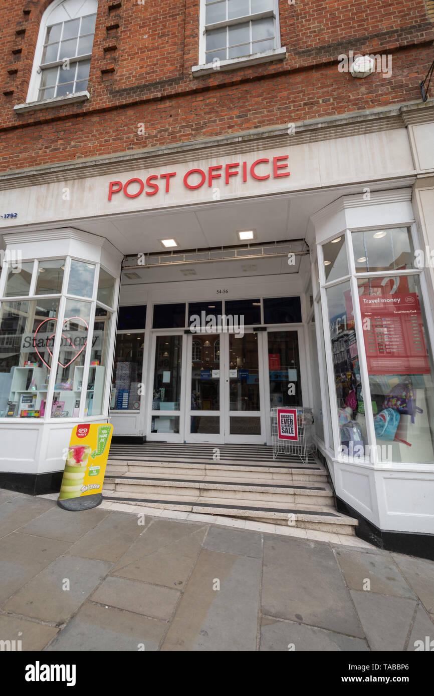 Post High Street Niederlassung in Guildford, Surrey, Großbritannien Stockbild