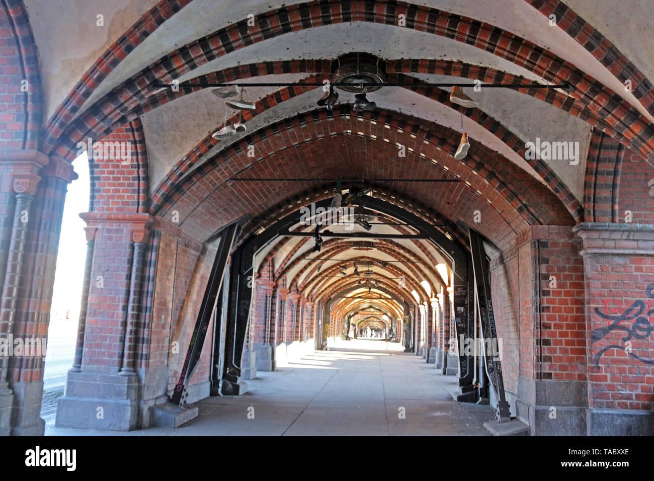Die oberbaumbrücke Berlin ist sehr cool und inspirierende Stadt. Seine Mischung aus Geschichte, Kunst, Ausdruck, Kreativität und Modernität. Stockfoto