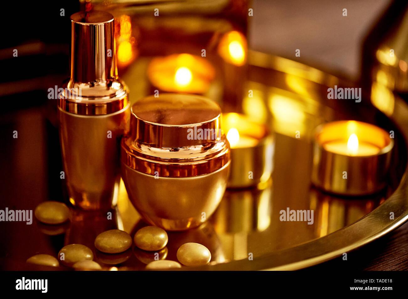 Gold Tonleiter. Entspannen, kümmern sich um Sie. Spa Salon, Beauty Salon. Parfümerie Stockbild