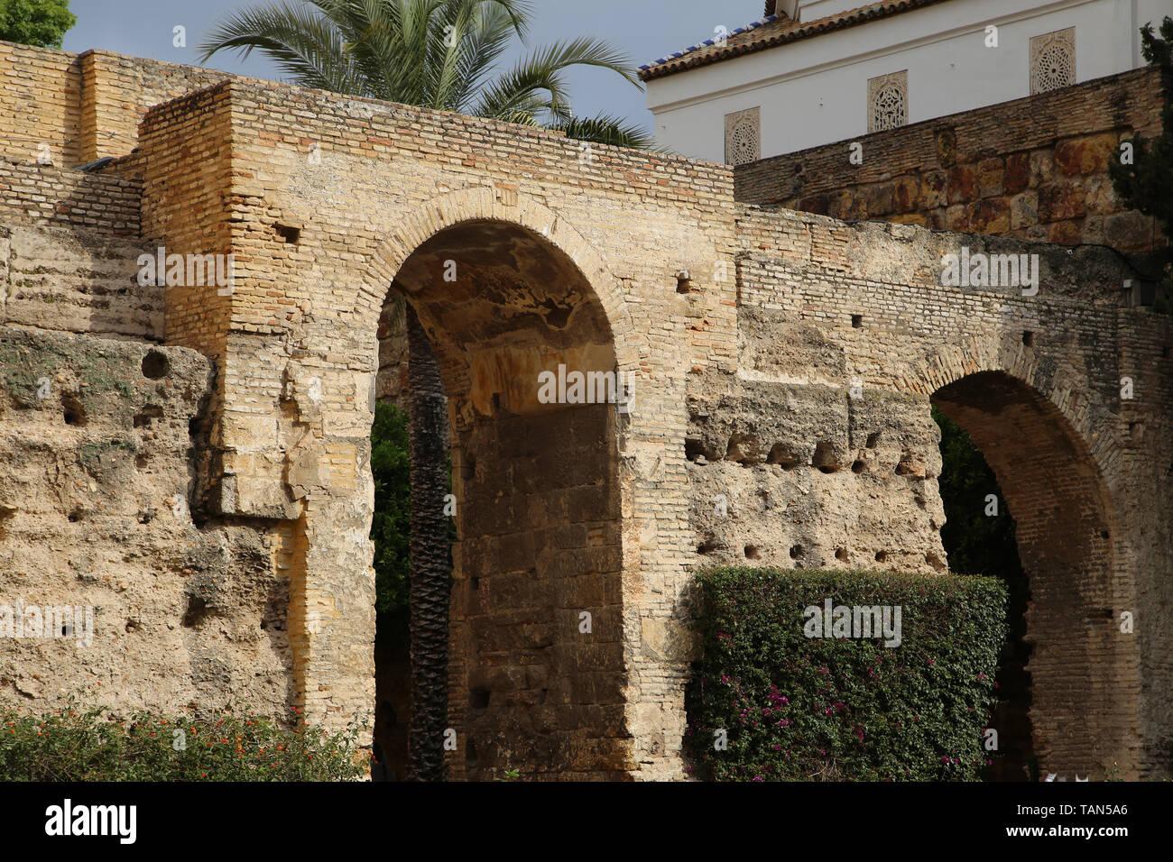Spanien. Sevilla. Alcazar. Patio de la Monteria (Die Jagd Innenhof). Alte Mauern. Stockbild