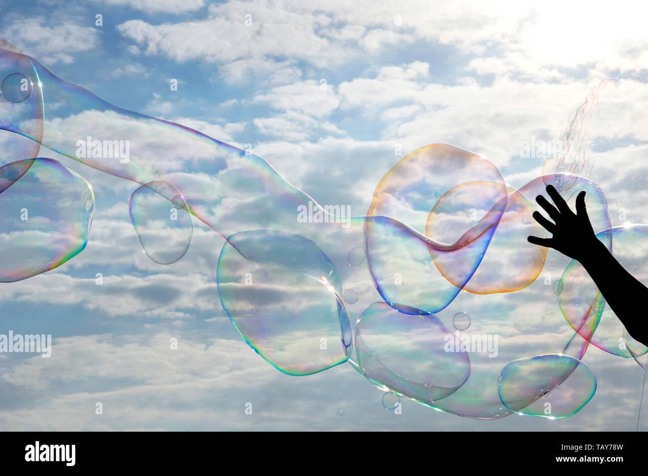 Riesige soapbubbles im Himmel Stockfoto