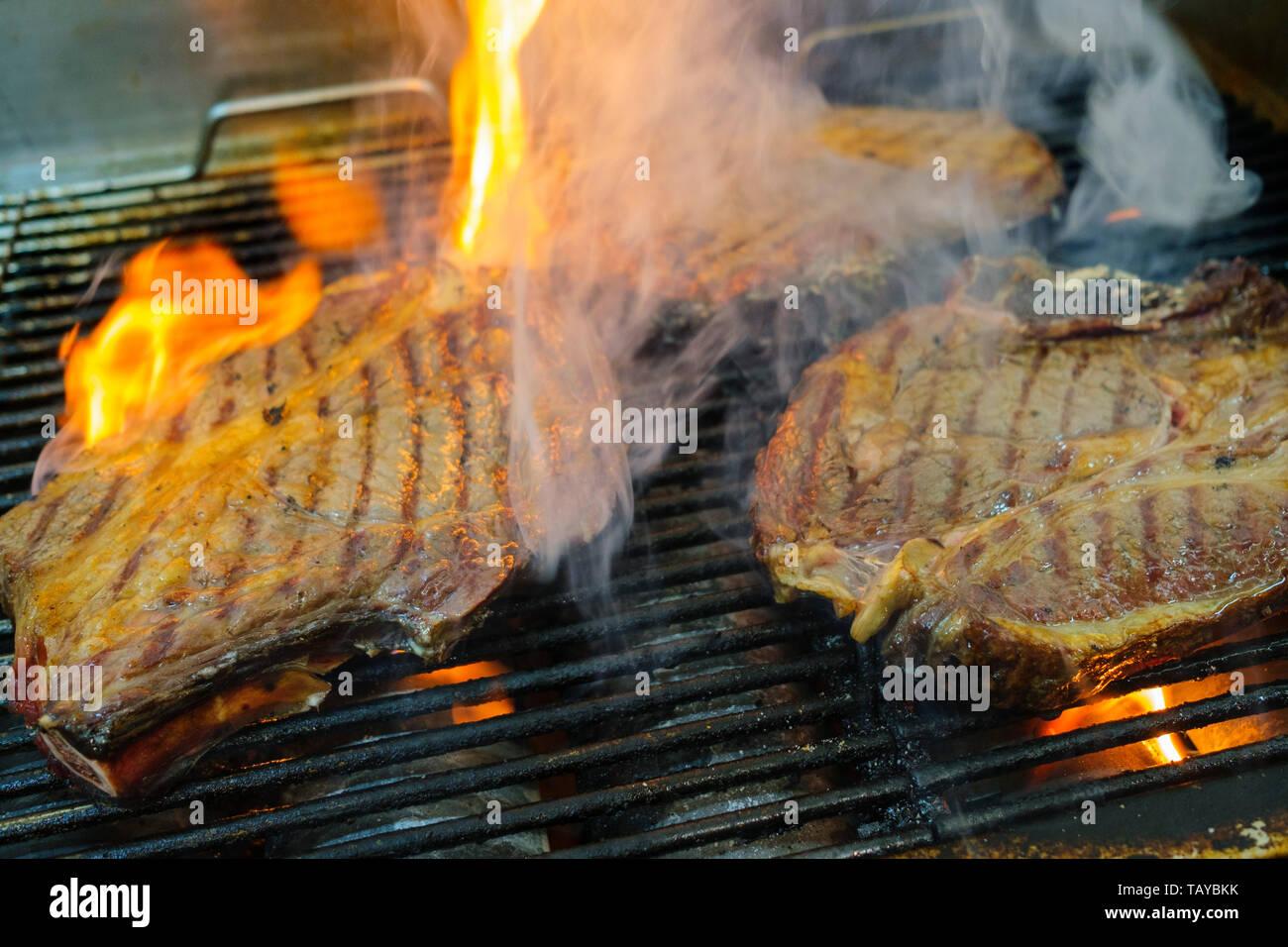 Chuletón a La Brasa, T-Bone Steak vom Grill Stockbild