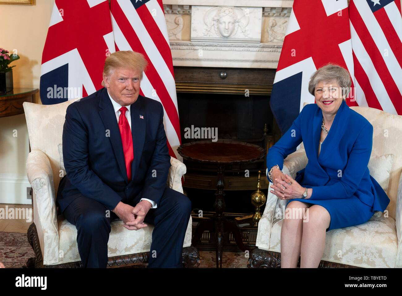 London, Großbritannien. 04 Juni, 2019. Us-Präsident Donald Trump erfüllt mit dem scheidenden britischen Premierminister Theresa May an Nr. 10 Downing Street Juni 4, 2019 in London, England. Credit: Planetpix/Alamy leben Nachrichten Stockfoto