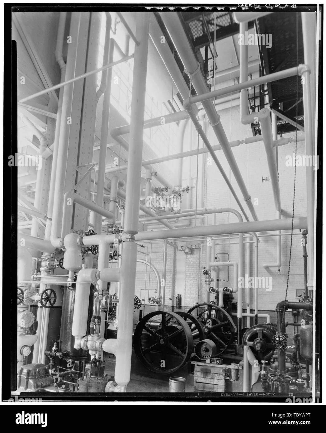 Neg. Nr. F103, Mar 27, 1931 INTERIORWAREHOUSE, South End, INNENRAUM DER KESSELRAUM Ford Motor Company Long Beach Montagewerk, Assembly Building, 700 Henry Ford Avenue, Long Beach, Los Angeles County, CA Stockbild
