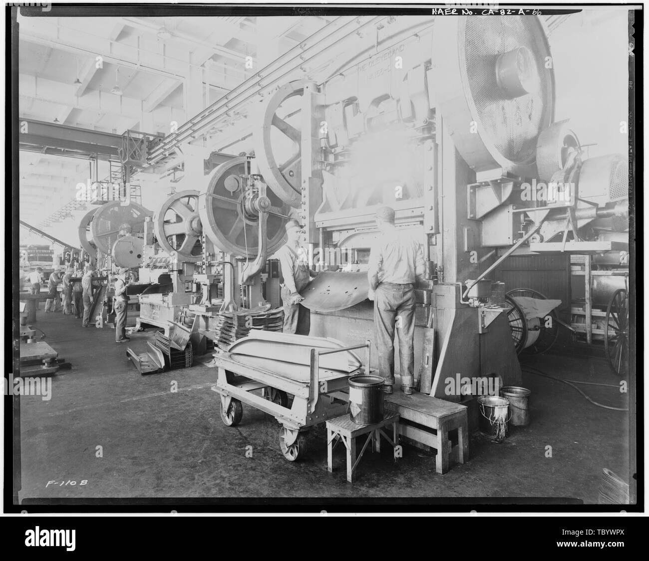 Neg. Nr. F110B, 24.April 1931, INTERIORPRESSED STAHLBAU, STAHL MASCHINEN Ford Motor Company Long Beach Montagewerk, Assembly Building, 700 Henry Ford Avenue, Long Beach, Los Angeles County, CA Stockbild