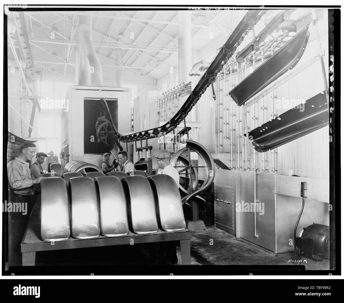 Neg. Nr. F110 K, Apr 24, 1931 INTERIORPRESSED STAHLBAU, NORDOSTEN NACH NORDEN, MIT KOTFLÜGEL LACKIEREN Ford Motor Company Long Beach Montagewerk, Assembly Building, 700 Henry Ford Avenue, Long Beach, Los Angeles County, CA Stockbild