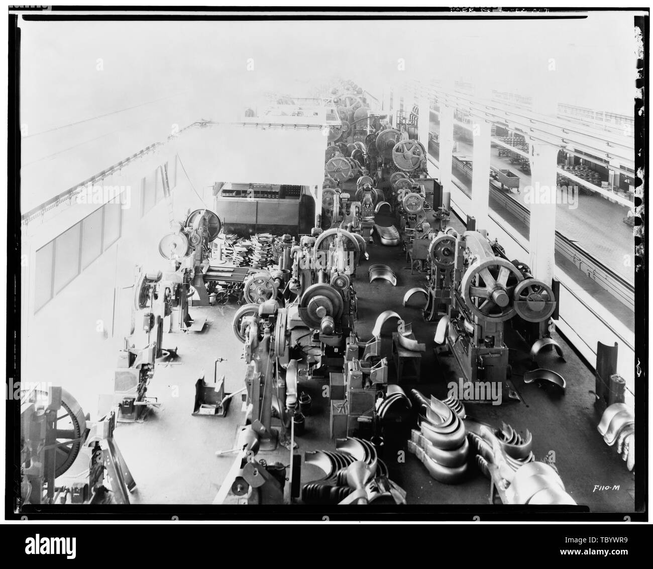 Neg. Nr. F 11 OM, Apr 24, 1931 INTERIORPRESSED STAHLBAU, Nordosten nach Süden, mit GEPRESSTEM STAHL MASCHINEN Ford Motor Company Long Beach Montagewerk, Assembly Building, 700 Henry Ford Avenue, Long Beach, Los Angeles County, CA Stockbild