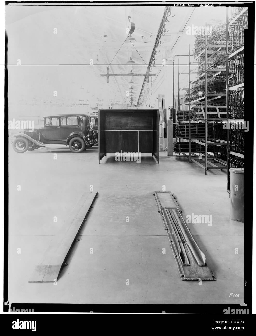 Neg. Nr. F126, Jul 21, 1931 INTERIORASSEMBLY GEBÄUDE, ANZEIGEN SCHEINWERFER PRÜFUNG stand Ford Motor Company Long Beach Montagewerk, Assembly Building, 700 Henry Ford Avenue, Long Beach, Los Angeles County, CA Stockbild