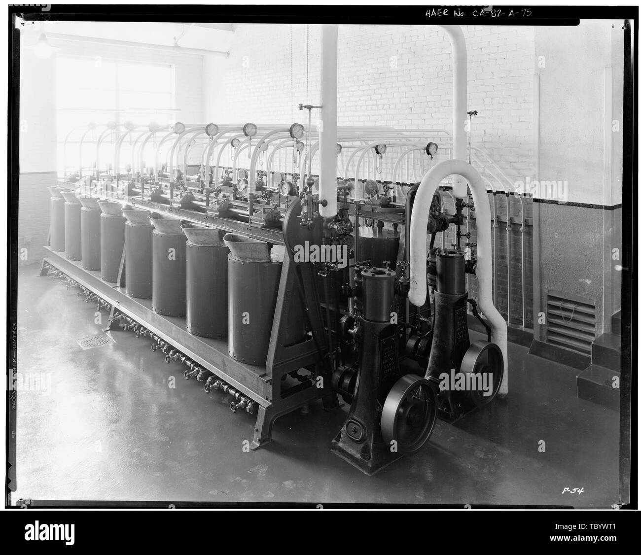 Neg. Nr. F 54, Apr 13, 1930, INTERIOROIL HAUS, Farbe UMLAUFSYSTEM Ford Motor Company Long Beach Montagewerk, Assembly Building, 700 Henry Ford Avenue, Long Beach, Los Angeles County, CA Stockbild