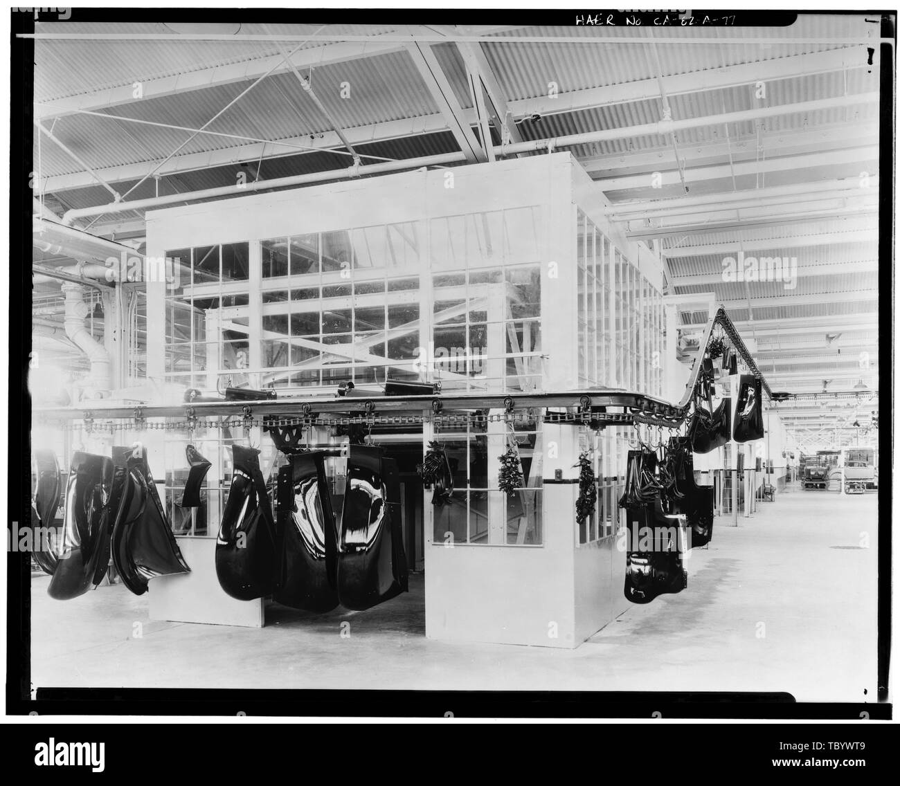 Neg. Nr. F65A, 13 Apr, 1930 INTERIORASSEMBLY Gebäude, das Entladen der Emaille-ofen Ford Motor Company Long Beach Montagewerk, Assembly Building, 700 Henry Ford Avenue, Long Beach, Los Angeles County, CA Stockbild