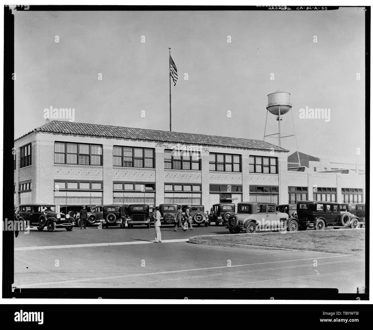 Neg. Nr. F 69, Apr 21, 1930, EXTERIOROFFICE GEBÄUDE, WEST (vorne) und NORDEN, öffnung Tag Ford Motor Company Long Beach Montagewerk, Assembly Building, 700 Henry Ford Avenue, Long Beach, Los Angeles County, CA Stockbild
