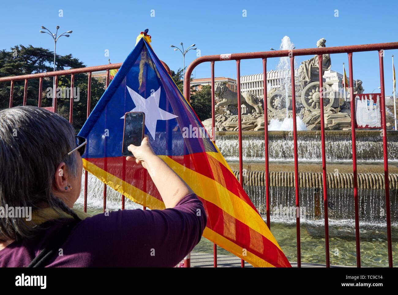 Demonstration der Katalanen anspruchsvolle Unabhängigkeit, Fahnen von Katalonien, Quadrat Cibeles, Madrid, Spanien, Europa Stockbild