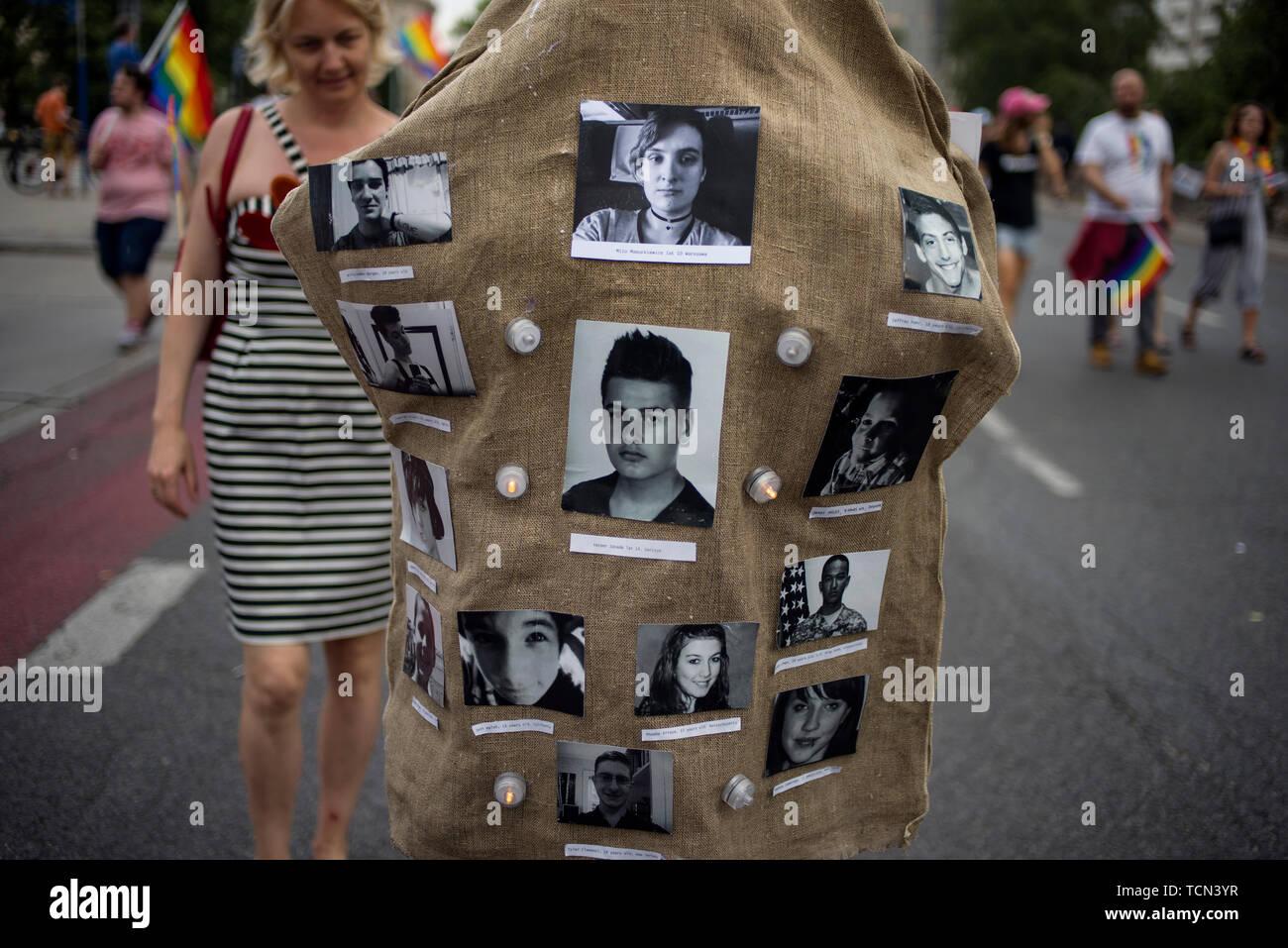 008815cc33c4a7 Warschau, Polen. 08 Juni, 2019. Ein Sack mit den Bildern junger LGBT ...
