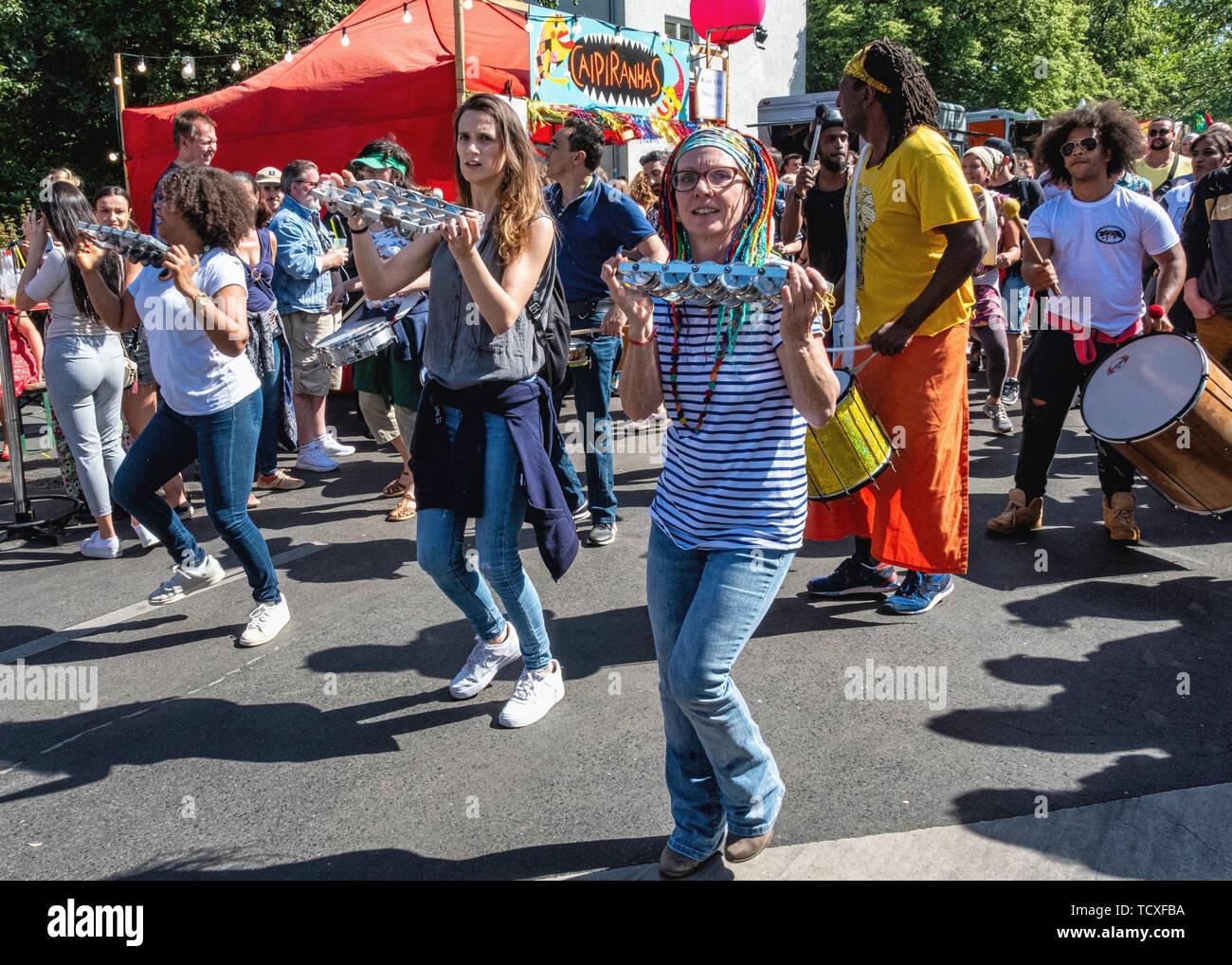 Berlin, Kreuzberg, blücherplatz. 7. -10. Juni 2019. Karneval der Kulturen Street Festival: jedes Jahr an Pfingsten, dass die multikulturelle Vielfalt der Stadt feiert mit musikalischen, kulturellen und Verkaufsstände Essen & Getränke aus aller Welt, Kredit: Eden Breitz/Alamy Stockbild