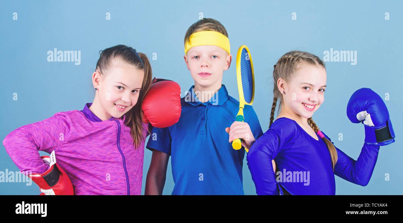 Eine Pause. Training von kleinen Mädchen und jungen Boxer in