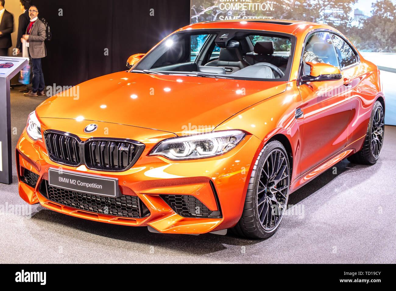 Genf Schweiz 05 März 2019 Metallic Orange Bmw M2 Coupé Konkurrenz Am Genfer Autosalon Hergestellt Und Vertrieben Von Bmw Stockfotografie Alamy